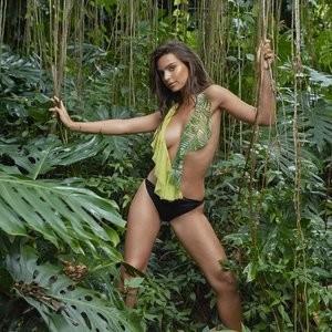 Famous Nude Emily Ratajkowski 010 pic