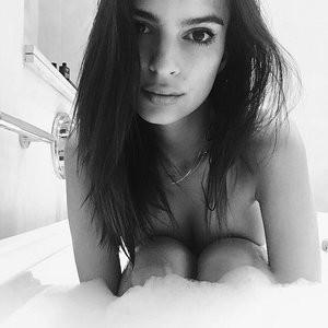 Emily Ratajkowski Naked (1 Photo) – Leaked Nudes