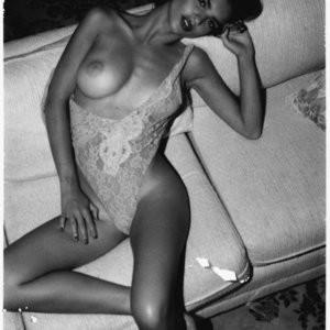 Newest Celebrity Nude Emily Ratajkowski 002 pic
