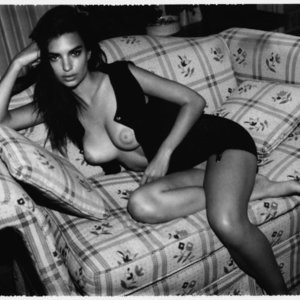 Naked celebrity picture Emily Ratajkowski 007 pic