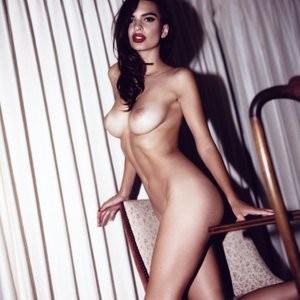 Celeb Naked Emily Ratajkowski 020 pic