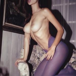 Celebrity Leaked Nude Photo Emily Ratajkowski 026 pic