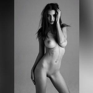 Best Celebrity Nude Emily Ratajkowski 004 pic