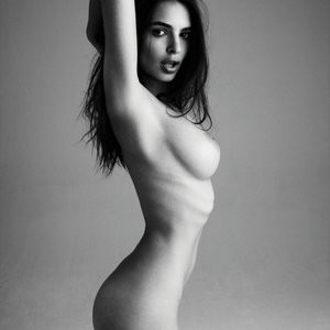 Hot Naked Celeb Emily Ratajkowski 004 pic