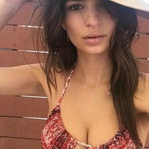 Emily Ratajkowski Sexy (2 Hot Photos) – Leaked Nudes