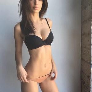 Emily Ratajkowski Sexy (3 Photos) - Leaked Nudes