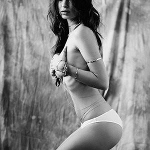 Naked Celebrity Pic Emily Ratajkowski 005 pic