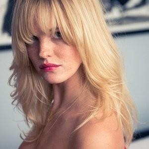 Free Nude Celeb Erin Heatherton 003 pic