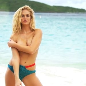Celebrity Naked Erin Heatherton 002 pic