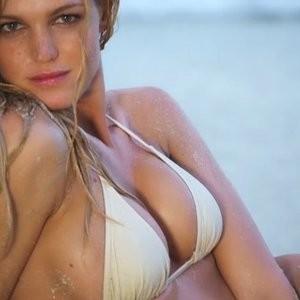 Newest Celebrity Nude Erin Heatherton 004 pic