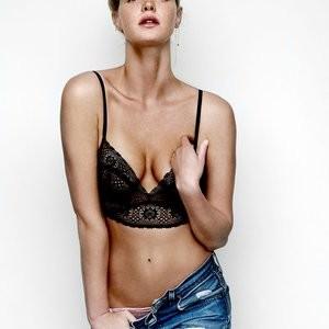 Celebrity Nude Pic Erin Heatherton 002 pic