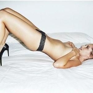 Nude Celeb Genevieve Morton 003 pic
