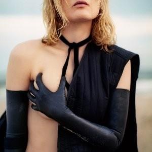 Celebrity Nude Pic Guinevere van Seenus 003 pic