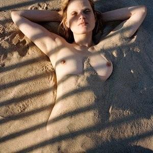 Nude Celeb Pic Guinevere van Seenus 007 pic