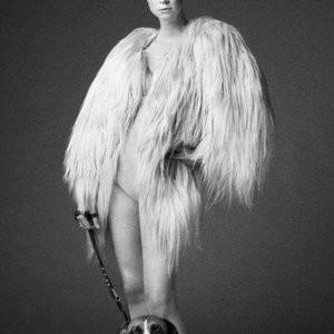 Celeb Nude Gwendoline Christie 003 pic