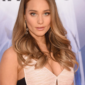 Hannah Davis Cleavage (8 Photos) – Leaked Nudes