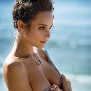 Celebrity Nude Pic Hannah Davis 009 pic