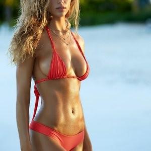 Celeb Nude Hannah Ferguson 003 pic