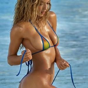 Hot Naked Celeb Hannah Ferguson 010 pic