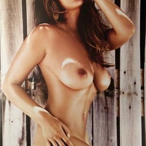 Free nude Celebrity Holly Peers 007 pic
