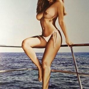 Celeb Nude Holly Peers 011 pic