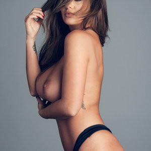 Nude Celeb Pic Holly Peers 002 pic