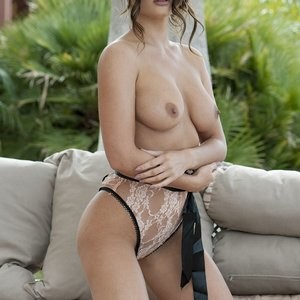 India Reynolds Sexy & Topless (2 Photos) - Leaked Nudes