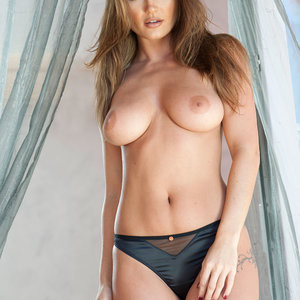 India Reynolds Sexy & Topless (4 Hot Photos – Page3) – Leaked Nudes