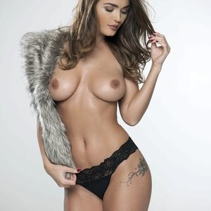 India Reynolds Sexy & Topless (4 Photos) – Leaked Nudes