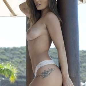 India Reynolds Sexy & Topless (5 Photos) – Leaked Nudes