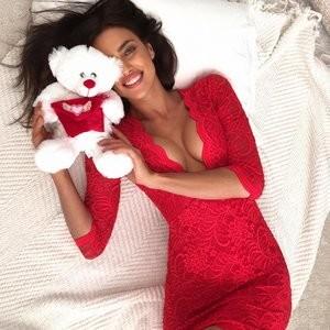 Irina Shayk Cleavage (1 New Photo) – Leaked Nudes