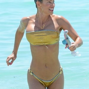 Naked celebrity picture Jennifer Nicole Lee 002 pic
