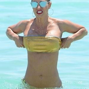Naked Celebrity Jennifer Nicole Lee 004 pic
