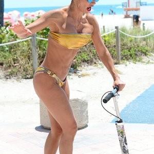 Naked Celebrity Jennifer Nicole Lee 018 pic