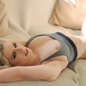 Celebrity Nude Pic Jessica Davies 013 pic