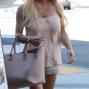 Jessica Simpson's Nipples (2 Photos) - Leaked Nudes