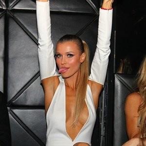 Joanna Krupa Areola Peek (7 Photos) – Leaked Nudes