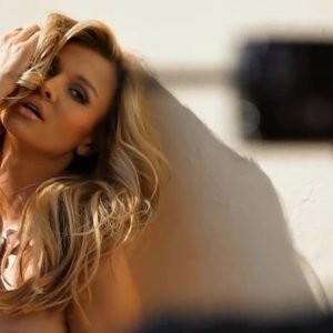 Celeb Naked Joanna Krupa 057 pic