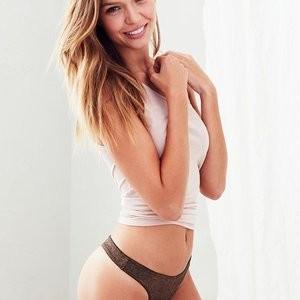 Free nude Celebrity Josephine Skriver 031 pic