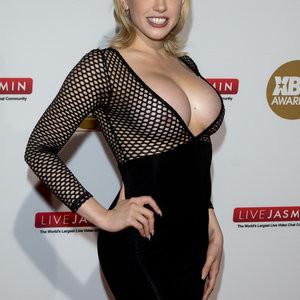 Nude Celeb Pic Kagney Linn Karter 006 pic