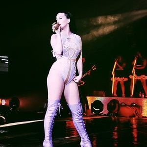 Famous Nude Katy Perry 003 pic