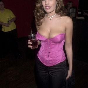 Kelly Brook Cleavage (2 Photos) – Leaked Nudes