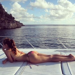 Kelly Brook in a Bikini (1 Photo) - Leaked Nudes