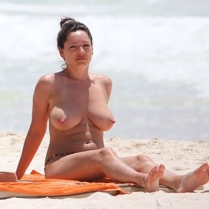 Kelly Brook Topless (15 Photos) – Leaked Nudes