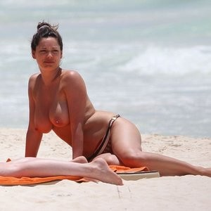 Newest Celebrity Nude Kelly Brook 009 pic