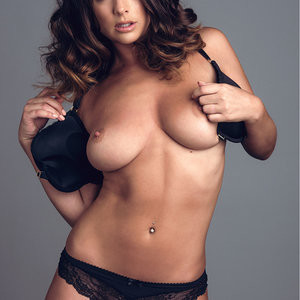 Naked celebrity picture Kelly Hall 002 pic