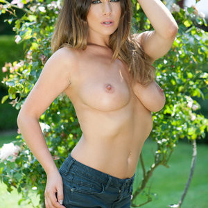 Kelly Hall Topless – Page3 (4 Photos) – Leaked Nudes