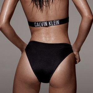 Kendall Jenner Sexy (5 Photos) - Leaked Nudes