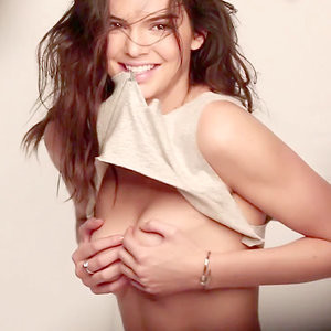 Kendall Jenner Topless (18 Photos) – Leaked Nudes