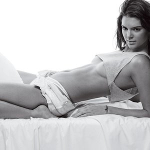 Kendall Jenner Topless (5 Photos) – Leaked Nudes